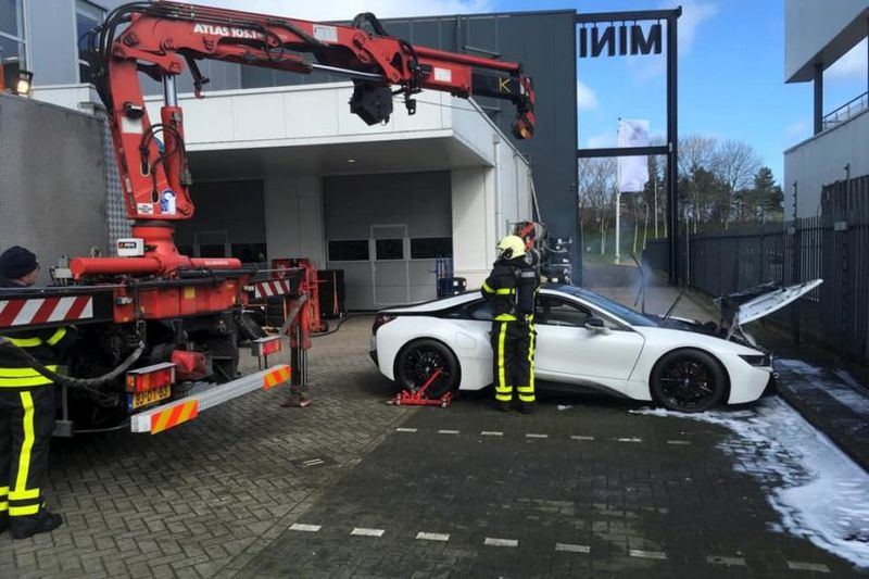 bmw i8 catches fire in the netherlands firefighters drop it in water container 1 830x553